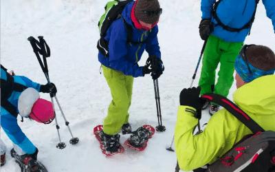 Equip bàsic per practicar raquetes de neu